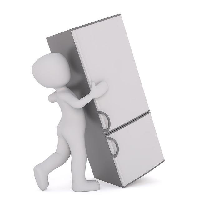 přesouvání ledničky