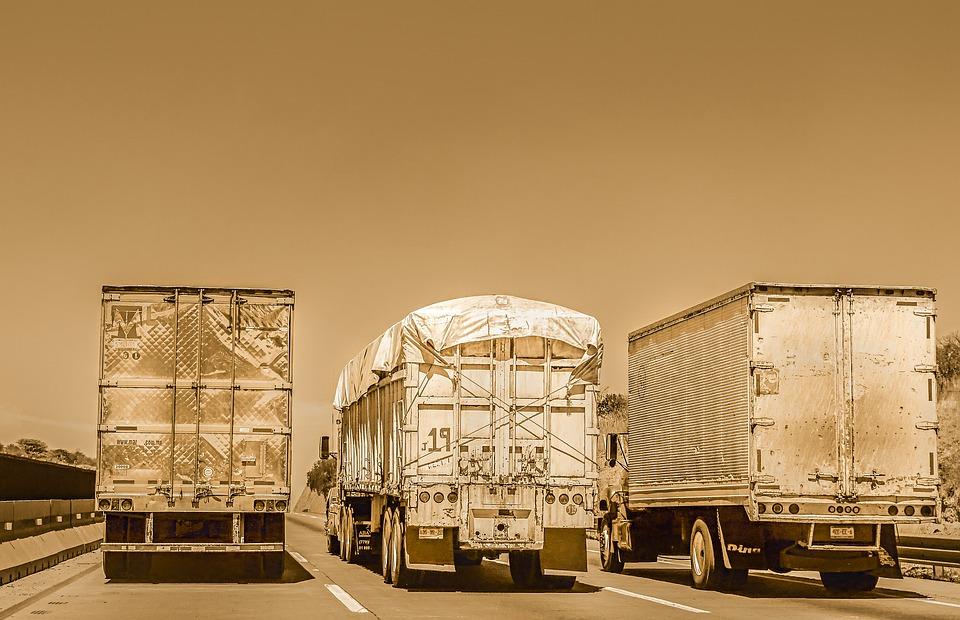 tři kamiony