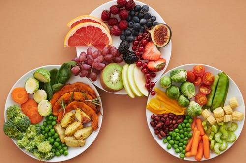 talíře zelenina ovoc